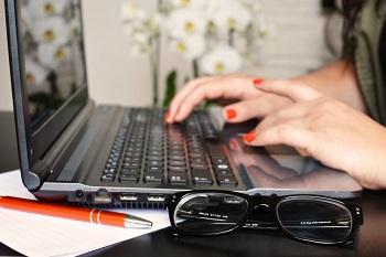 content marketing glasses